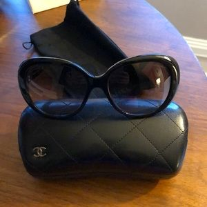 CHANEL Sunglasses Black and Beige 5312